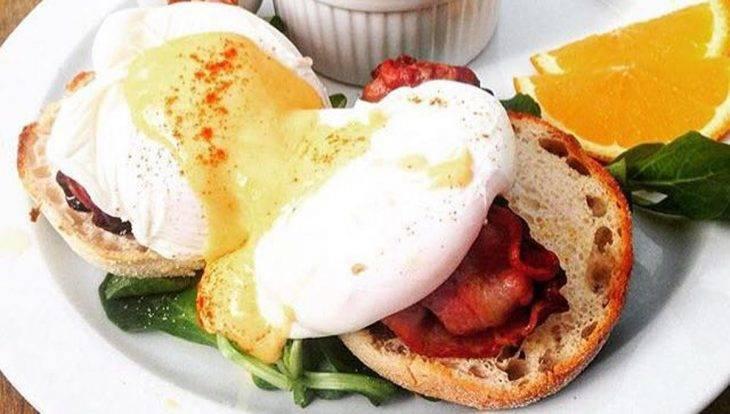 brunch Avenue huevos benedict