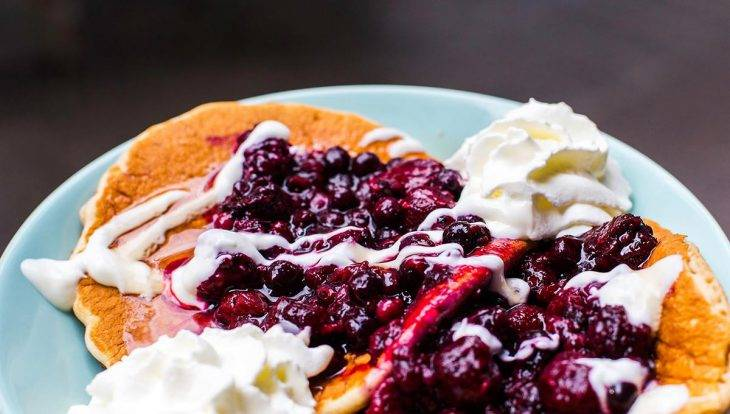 Mostassa: pancake aux fruits rouges