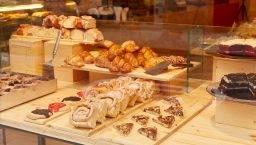 Demasié, escaparate de pasteles, galletas y espirales