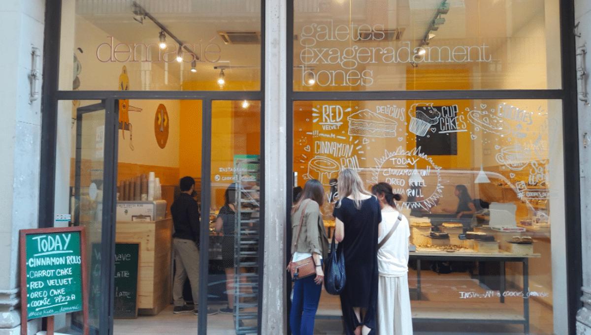 cafetería Demasié galletas y espirales de canela