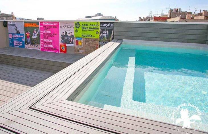 albergues en Barcelona, piscina Rock Palace