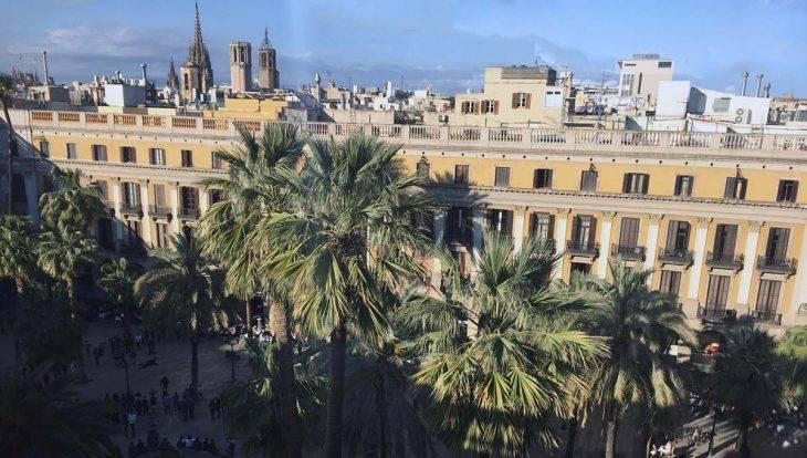 albergues en Barcelona, Plaça Reial: vista desde la terraza