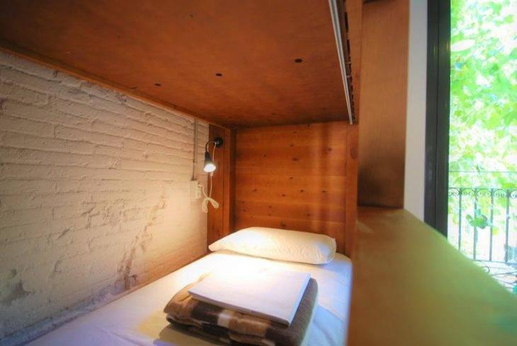 albergues en Barcelona, Ten to go cama de madera