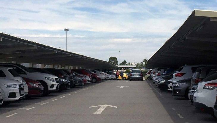 Parking aeropuerto Barcelona, plazas cubiertas en el exterior