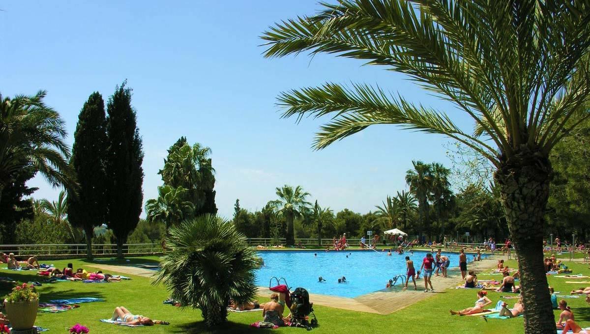 camping barcelona piscina de Vilanova park
