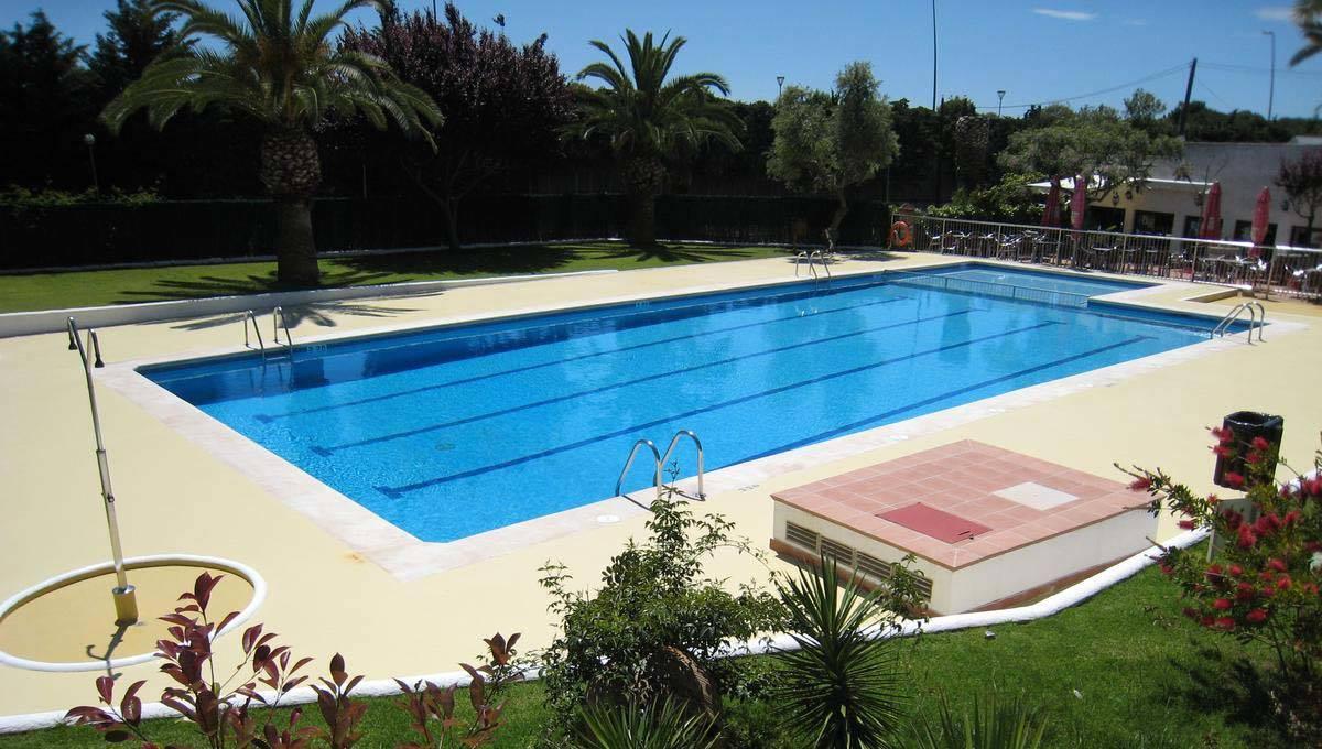 piscina del Camping Sitges cerca de Barcelona