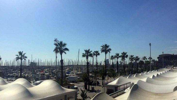 puerto olímpico, barcos y restaurantes